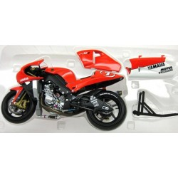 Yamaha YZR-M1 #7 Carlos Checa MotoGP 2002 scale 1/12