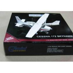 Cessna 172 Skyhawk White/Red Blue Black stripes N2386V scale 1/72