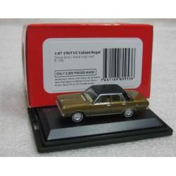 Chrysler VG Valiant Regal Citron Gold/Black Roof 1969 scale 1/87 (HO gauge)