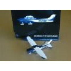 Cessna 172 Skyhawk Blue/White/Gold N926MN scale 1/72