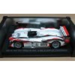 Audi R8 #5 Seiji Ara/Rinaldo Capello/Tom Kristensen Winner Le Mans 2004 SCALE 1/18